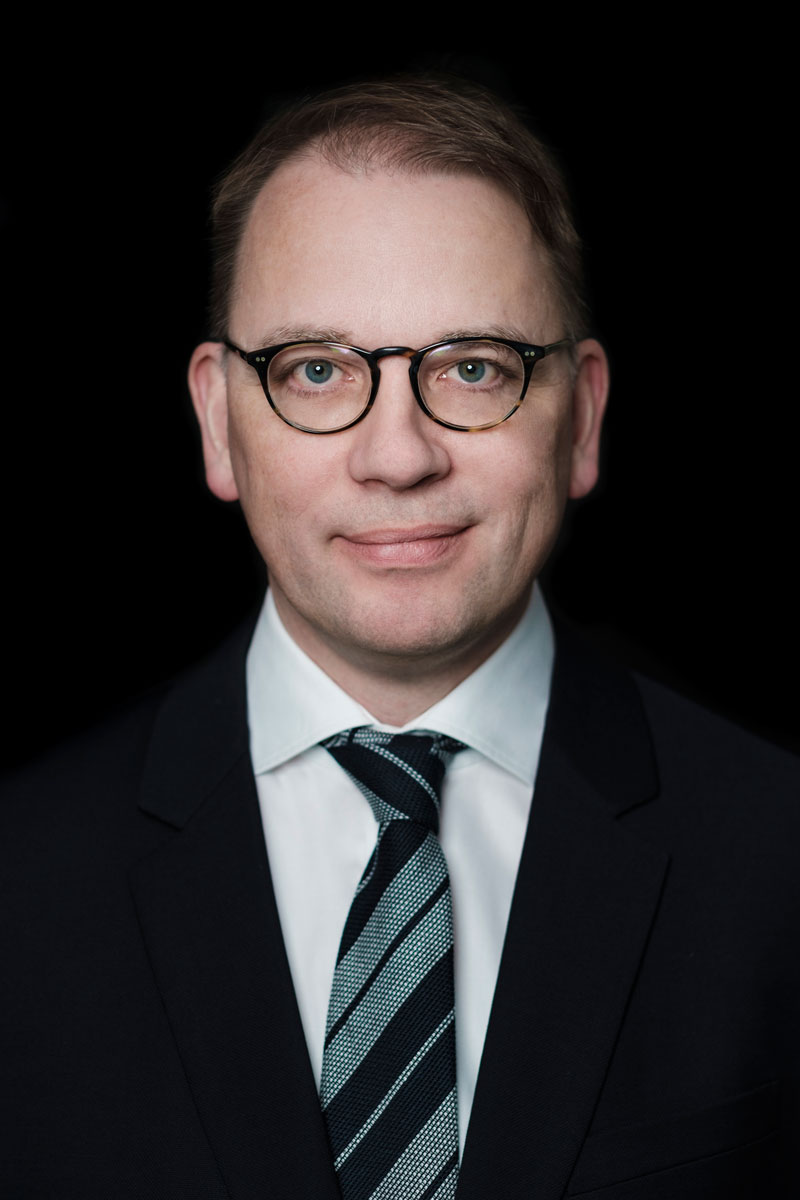 NOTOS Attorney Sven Kolja Braune on a portrait photo